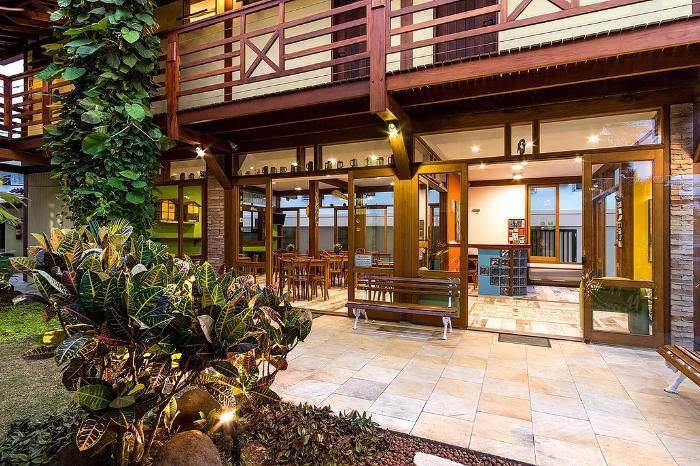 Situated in Ubatuba, less than 100 meters from Praia Grande, Pousada Peixe do Mar offers a garden and rooms with free WiFi.