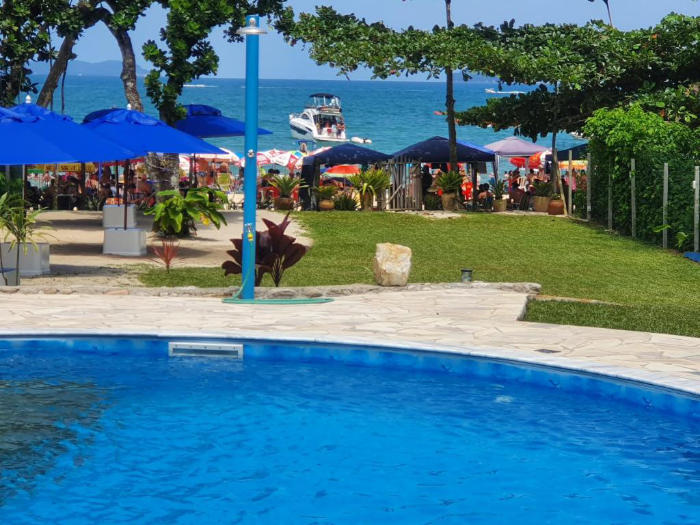 Pousada Canto Félix, is an inn standing on the sand and located in a very special area of Felix beach in Ubatuba. Surrounded by the Atlantic Forest. - Canto do Félix Inn